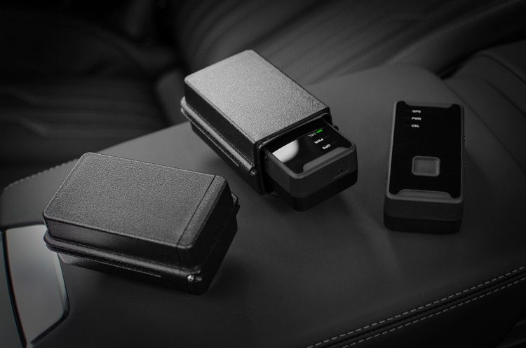 Magnetic case for the GPS vehicle tracker