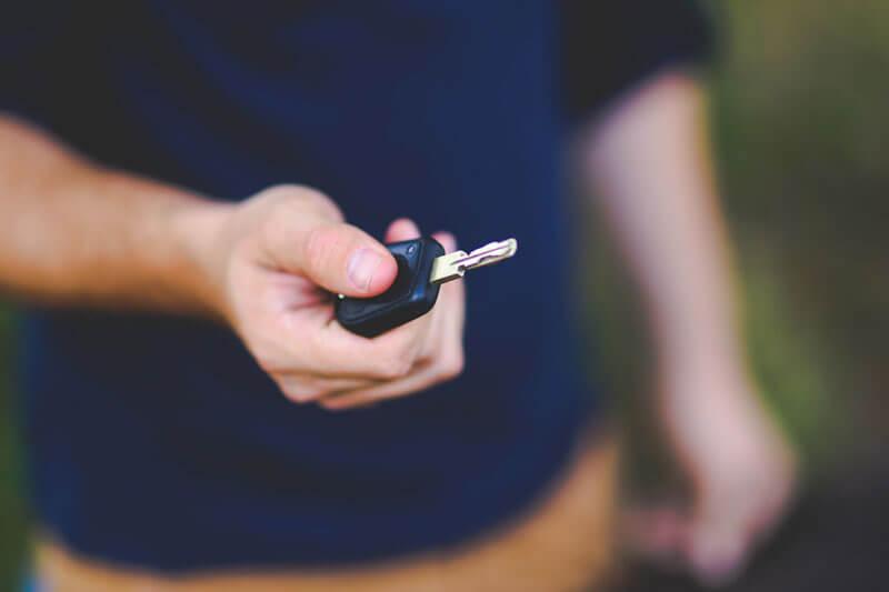 Rubare un'auto con una chiave clonata è una pratica molto semplice e comune